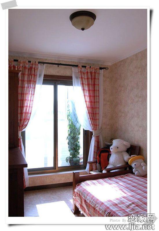 扇形卧室窗户装修效果图