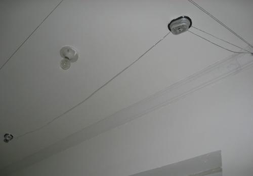 阳台没有做吊顶,简简单单一圈石膏线