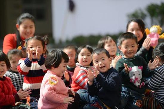 幼儿园里孩子的笑脸资料图