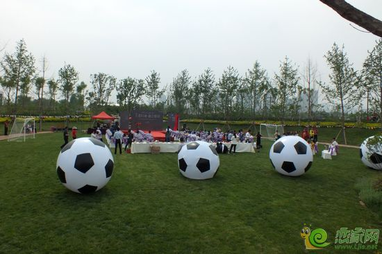 紫岸蜡像展暨世界杯微信足球解说员活动隆重启