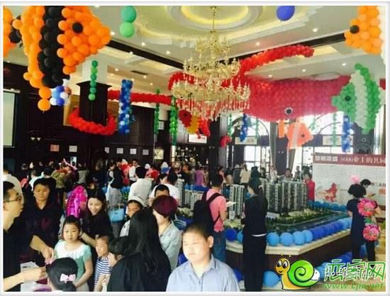 """动员""""首届创意气球展成为夏日里市民和游客亲子互动"""