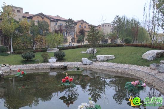 在我们的故事里有美丽的花园,清澈的河流,还有可爱的动物和优雅的城堡