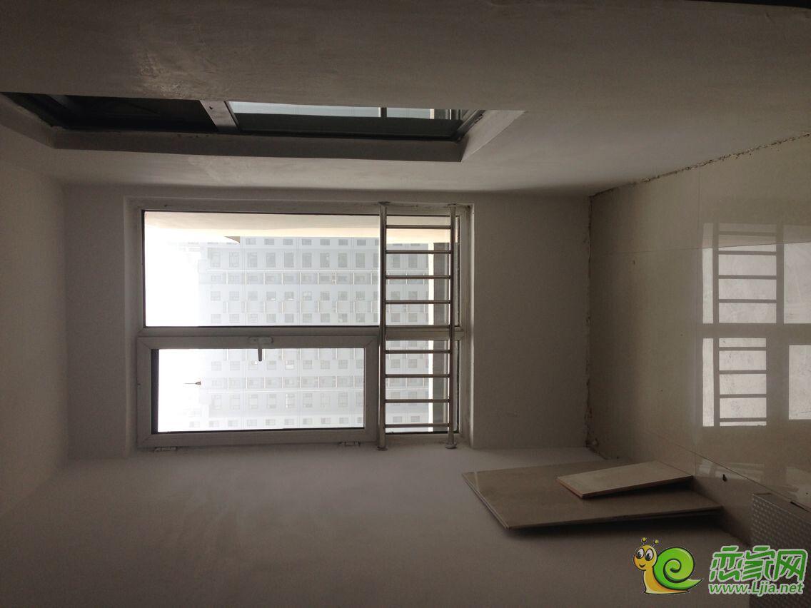 中等装修 两居室 简单家具 拎包入住高清图片