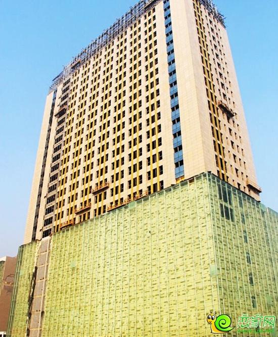 中道大厦二期底商外立面玻璃安装已完毕