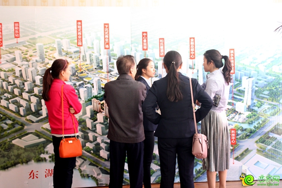 置业顾问讲解东部新城规划-你被邯郸蓝天白云刷屏了吗 美的太不像话了