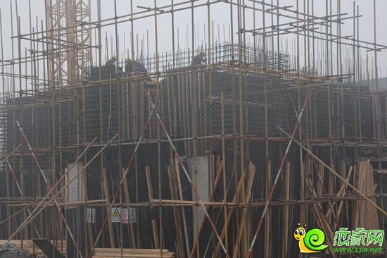 塔吊支设完成,正在进行集水井